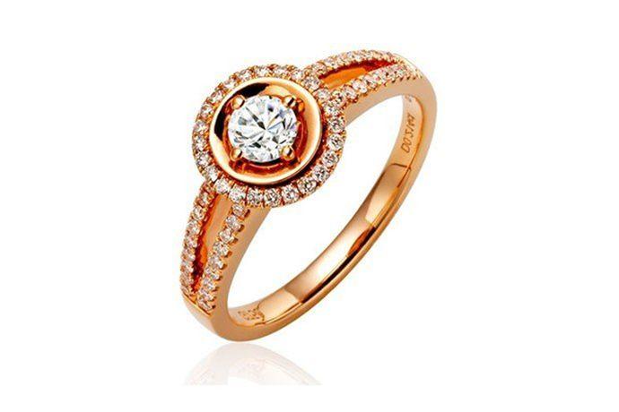 9号戒指在港码戒指尺寸标准中对应的直径是15.3mm,对应的周长是48mm。在美号戒指尺寸对照表中对应的直径是直径18.9mm,对应的周长是59.5mm,相当于港码戒指尺寸中的18号戒指。