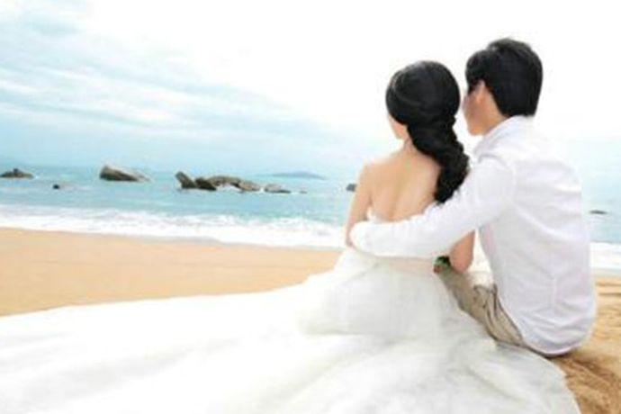 新娘的个人物品:包括婚纱、敬酒服、婚鞋和包包等物品。新娘的陪嫁物品:包括各种家具家电、被子、床上用品、生活用品、嫁妆箱、子孙桶。