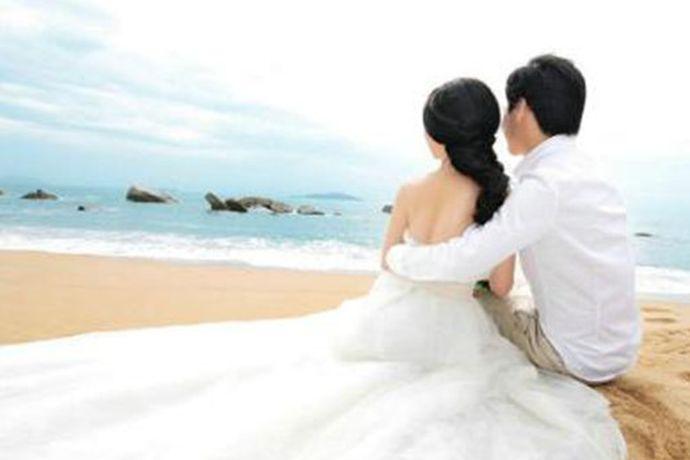 一场婚礼,男方要给女方买的或者准备的,还是挺多的。男方家不仅需要准备彩礼,还需要结合自身情况给女方买金器首饰、新房、婚礼用品等等,具体需根据实际经济条件来定夺。