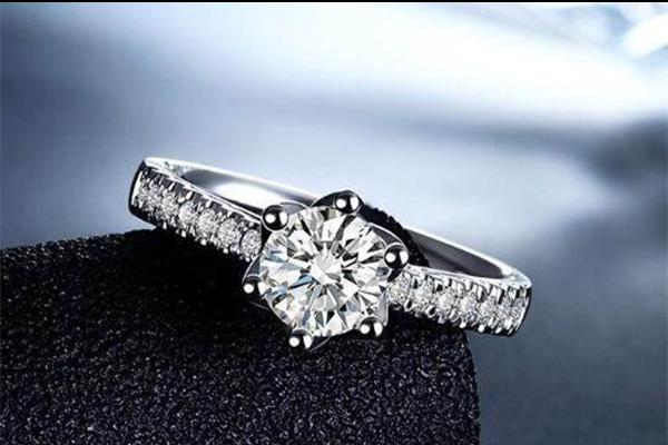 钻石怎样鉴别
