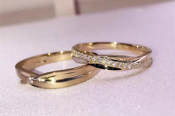 结婚对戒怎么带