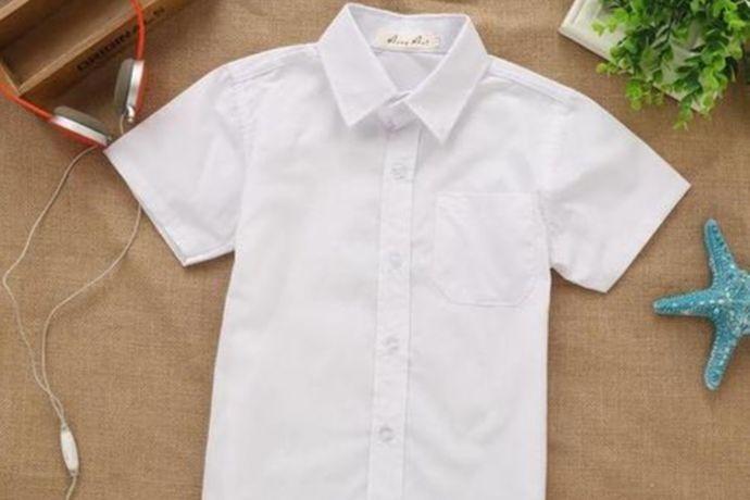 伴郎的衬衫大部分人都会选择白色,白色衬衫比较正式,而且也很百搭。粉红色的衬衫也是可以的,可以烘托婚礼浪漫的气氛。青色衬衫也可以,比较活泼前卫。黄色衬衫也比较富有活力,具体需要与新人商量好,以婚礼现场的风格来决定。