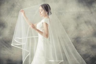 拍婚纱照选什么衣服