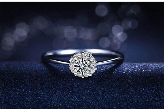 在美国戒指尺寸标准中,7号戒指对应的直径是17.3mm,周长是54.5mm,相当与港码戒指尺寸标准中的14号戒指,属于女性戒指尺寸。