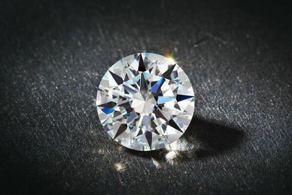 买钻石怎么选