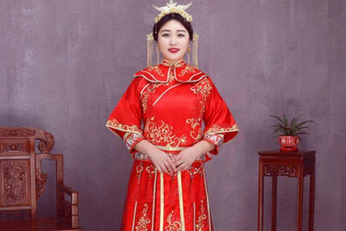 对于微胖的新娘,选择旗袍当做敬酒服是不错的,无论是中式婚礼还是西式婚礼都很合适,并且能够显得庄重优雅,也便于行动。还可以穿小礼服,能够很好的遮住一些肉,如果下半身比较胖的新娘可以选择A字版型的礼服。另外龙凤褂也是不错的选择,它对身材要求会比较低。