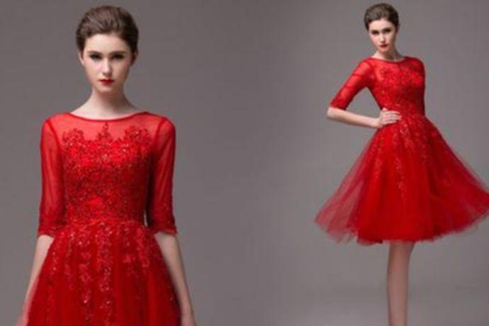 敬酒礼服可以根据颜色来选择,一般红色比较常见,既喜庆又有气质,还显白。肤色稍黑或者是偏黄都可以考虑。粉色、香槟金、淡紫色、橘色、淡蓝色等也比较受欢迎。根据婚礼风格来选择,要与婚礼的风格相搭配。根据款式来选择,旗袍、秀禾服、西式小礼服都可以。