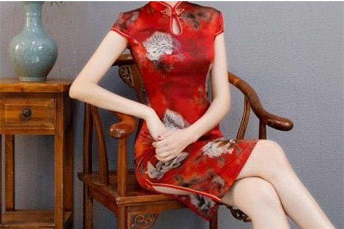 新人在结婚的时候,婚纱和敬酒服是必不可少的新娘服饰。每位准新娘们都希望可以买到款式好看,价格便宜的敬酒服和婚纱。下面小编就给大家说说哪里有卖敬酒服的?PS:文末附有超实用备婚清单,别忘记收藏哦!