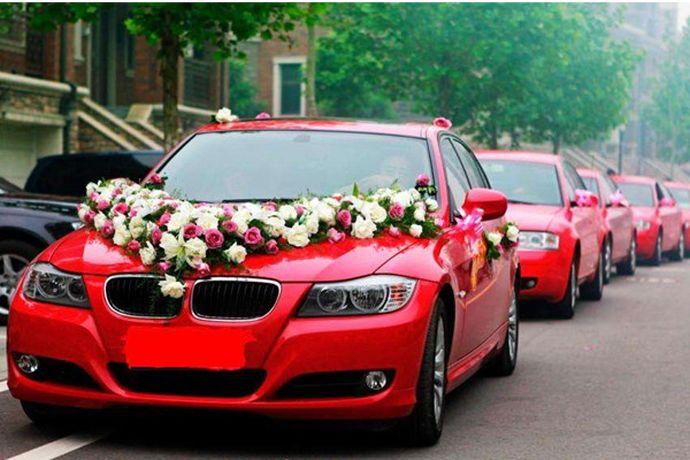 在婚礼的筹备过程中,租赁婚车是个重要的环节。通过不同方式租赁婚车,得到的价格和质量也不同。下面小编就和大家分享一下婚车哪里租。PS:文末附有超实用备婚清单,别忘记收藏哦!