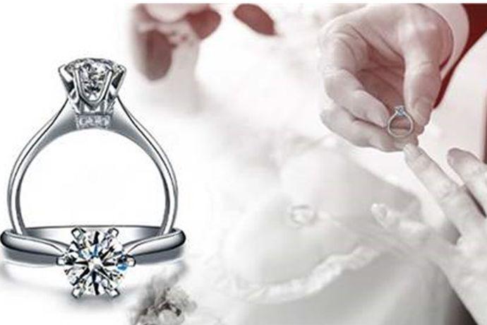 上海是一个非常发达的城市,每年在这个城市都会举办很多盛大的活动。对于珠宝首饰来说,上海每年也有不同的展览。今天中国婚博会小编就为大家带来上海国际珠宝首饰展览会。