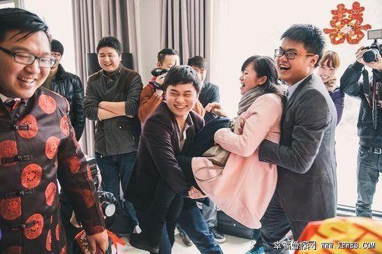 <a href='https://www.jiehun.com.cn/tag/a5303/' target='_blank'>结婚</a>不容易,接亲更加不容易,45招保所有新娘开心,新郎们接招吧!