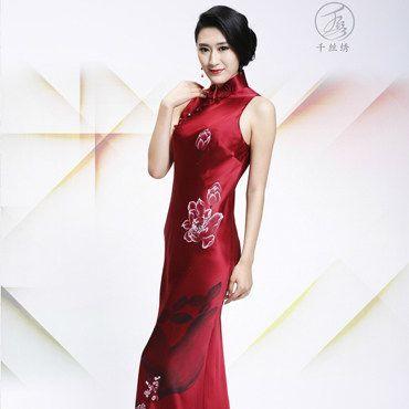 简单大气的<a href='https://m.jiehun.com.cn/tag/a14556/' target='_blank'>新娘敬酒</a>礼服,在款式风格上如何选比较合适?