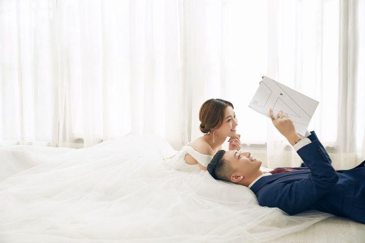 怎么能在室内拍出美美的婚照照?分享<a href='https://www.jiehun.com.cn/tag/a383/' target='_blank'>婚纱照姿势</a>与技巧